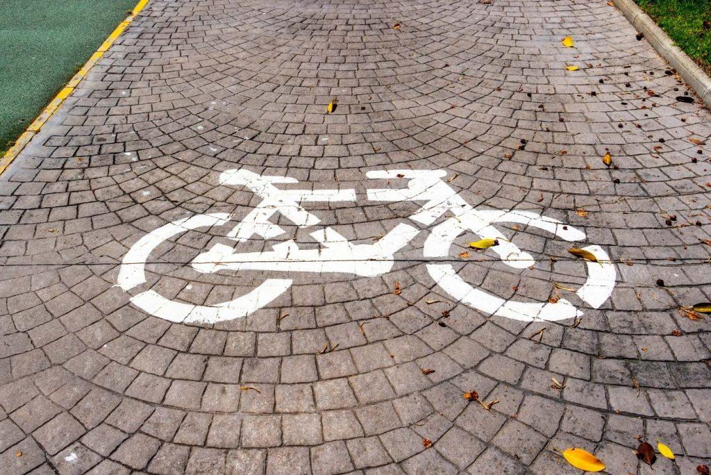 PLaya del Bajondillo en Torremolinos ir en bici carril