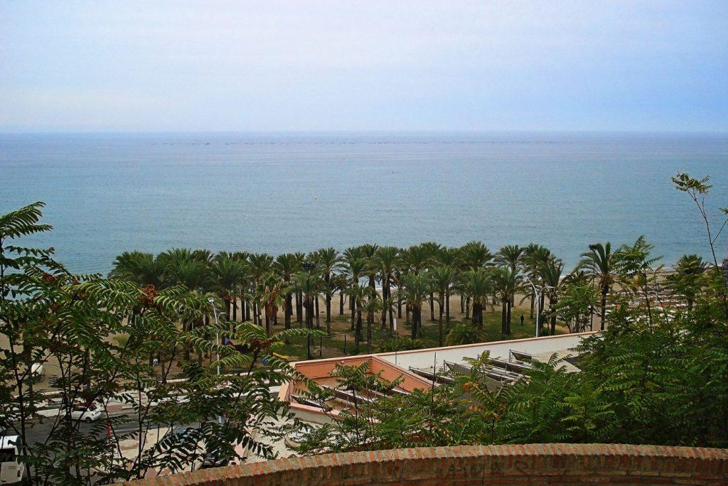 Fiesta y clubes en la playa de los álamos en Torremolinos