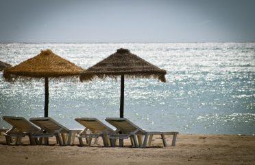hamacas en la playa torremolinos